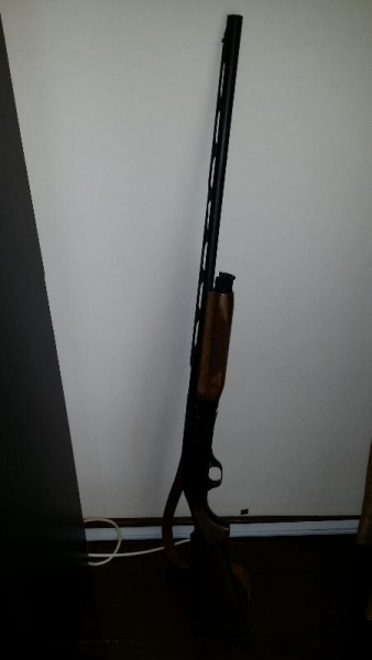 Arma vanatoare semiautomata Benelli