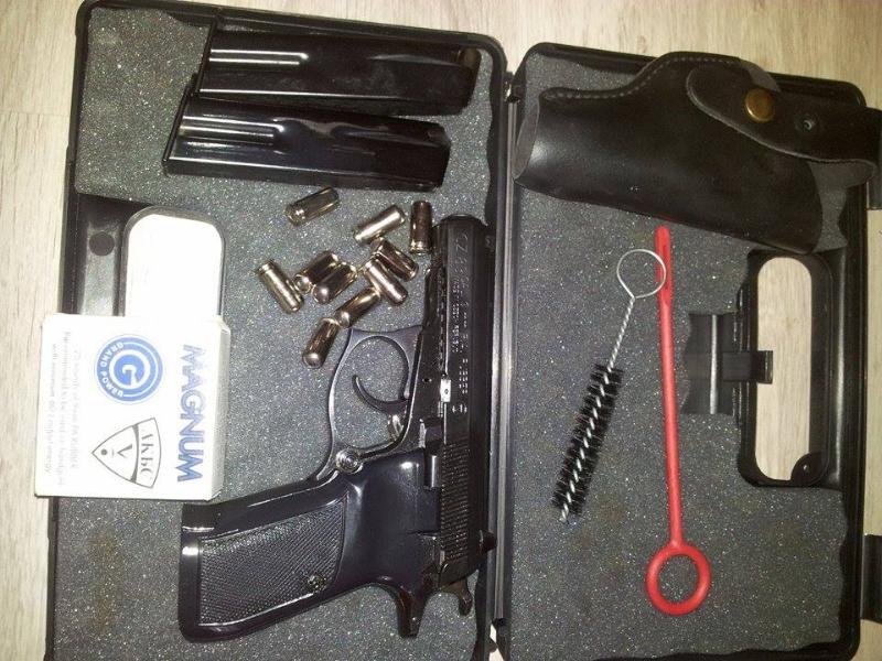 Pistol CZ 83 cu bile de cauciuc aproape nou