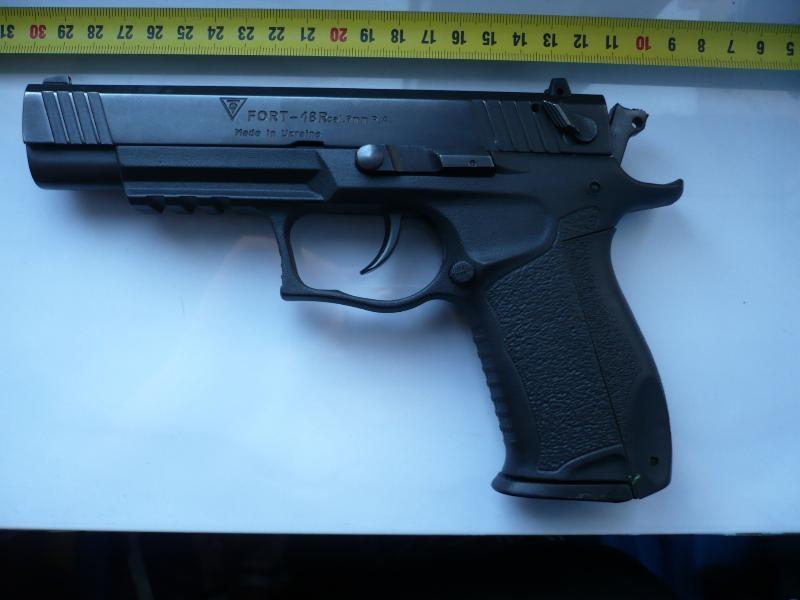 Vand pistol marca Fort 18 R cu bile de cauciuc, 9mm